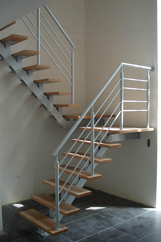 Metalen trappen metaalwerken limburg trappen hekwerk poorten leuningen - Metalen trap ...