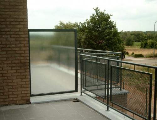 Metaalwerken Leuningen Limburg Balustrade met glazen scheidingswand
